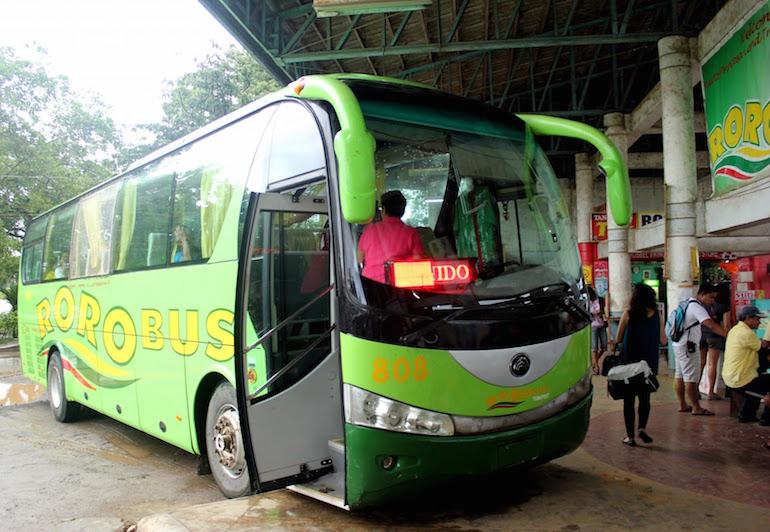 Un bus de la compagnie Roro en partance pour El Nido, Palawan
